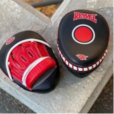 Лапы боксерские Reyvel изогнутые черно-красные