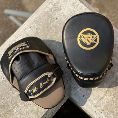 Лапы боксерские Reyvel mr.coach черно-золотые в наличии в магазине Сайд-Степ
