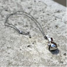 Сувенирный кулон с цепочкой боксерская перчатка серебристая (35*23)