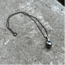 Сувенирный кулон с цепочкой боксерская перчатка темная сталь (23*15)
