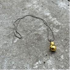 Сувенирный кулон с цепочкой боксерская перчатка золотистая (23*15)